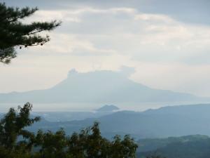霧島から桜島を望む